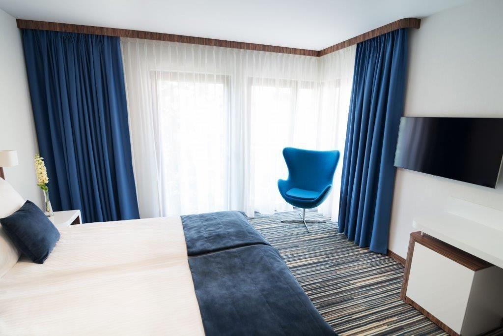 Apriori Wyposażenie Hoteli Tkaniny Obiciowe I Zasłonowe Firany I
